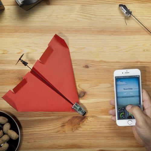 Smartphone gesteuerter Bausatz für Papierflugzeuge