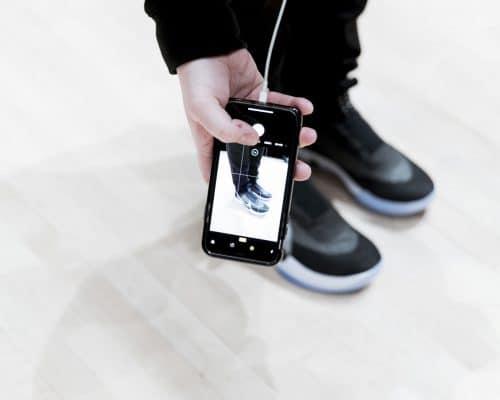 Nike Adapt BB mit der App zuschnüren